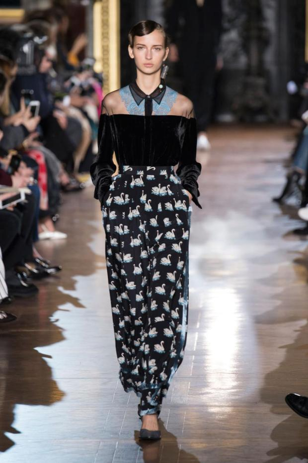 defile-stella-mccartney-automne-hiver-2016-2017-paris-look-28
